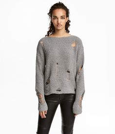 Jumper in rib-knit cotton with heavily distressed details. Wide, roll-edge neckline and gently dropped shoulders. Fall Fashion Outfits, Autumn Fashion Casual, Casual Winter Outfits, Classy Outfits, Cute Fashion, Chic Outfits, Spring Outfits, College Fashion, College Outfits