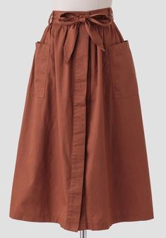 We adore this darling rust-brown colored midi skirt crafted in soft cotton and f. - DIY Mode - Kleidung und Accessoires selber machen - Pregnant Tips Muslim Fashion, Modest Fashion, Hijab Fashion, Fashion Dresses, Feminine Fashion, Trendy Dresses, Unique Fashion, Mode Outfits, Skirt Outfits