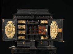 """Cabinet à secret """"Aux volatiles"""", XVIIe siècle"""