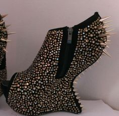 Giuseppe Zanotti Gaga Bootie mit Nieten Pony Heels
