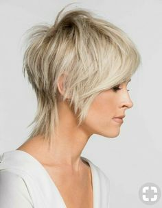 Here are 34 of the trendiest short pixie hairstyles 2019 for women who ., Here are 34 of the trendiest short pixie hairstyles 2019 for women who love this . Medium Thin Hair, Short Thin Hair, Short Hair Cuts, Medium Hair Styles, Curly Hair Styles, Short Pixie, Shaggy Pixie, Pixie Cuts, Summer Short Hair