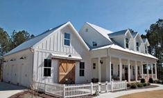 Nice 60 Rustic Farmhouse Exterior Decor Ideas https://roomadness.com/2018/01/30/60-rustic-farmhouse-exterior-decor-ideas/