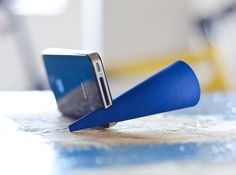 Bugle - iPhone Amplifier by curvecreative. 3D printed by Shapeways.