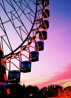 Find images and videos about pink, sky and wallpaper on We Heart It - the app to get lost in what you love. Carrousel, Look At The Sky, Disney Instagram, Landscape Illustration, Illustration Art, Night Photography, Carnival Photography, Fashion Photography, Hangzhou