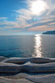 Scala dei Turchi, | Sicilia This beach is amazing and I was lucky to sun myself in Summer 2013 here! Beautiful x