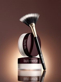 Laura Mercier Invisible Powder - really good for anyone with oily/combination skin that often has to powder the T-Zone. Makeup 101, Makeup Goals, Makeup Geek, Love Makeup, Makeup Inspo, Beauty Makeup, Fun Makeup, Foundation For Oily Skin, Flawless Foundation