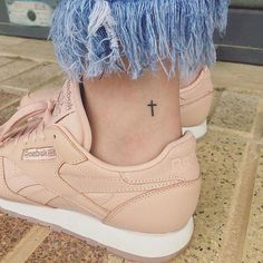 Tiny Ankle Tattoos That Make the Biggest Statement Small wrist tattoo Th. - Tiny Ankle Tattoos That Make the Biggest Statement Small wrist tattoo This image has get 72 - Cross Tattoos For Women, Tiny Tattoos For Girls, Small Tats, Cute Small Tattoos, Small Tattoo Designs, Tattoo Girls, Awesome Tattoos, Tiny Cross Tattoos, Cute Ankle Tattoos