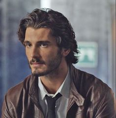 Images, gifs, and pictures of the Spanish actor Yon González in Grand Hotel, El Internado and modeling Mens Hairstyles With Beard, Hair And Beard Styles, Curly Hair Styles, Long Haircuts For Men, Boys Long Hairstyles, Messy Hairstyles, Dark Haired Men, Male Beauty, Gorgeous Men