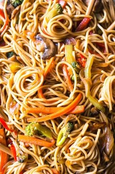 Meatless, full of your favorite veggies, and delicious enough to be take-out, you'll love this super quick and easy weeknight dinner! Easy Appetizer Recipes, Healthy Dinner Recipes, Vegetarian Recipes, Cooking Recipes, Vegetable Side Dishes, Vegetable Recipes, Pasta Dishes, Food Dishes, Vegan Lo Mein
