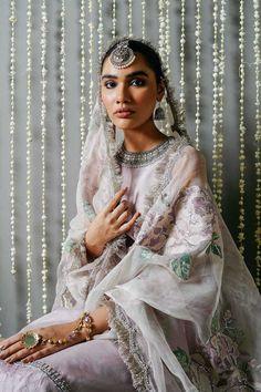Luxury Wedding Dress, Glamorous Wedding, Wedding Dresses, Indian Bridal Outfits, Indian Designer Outfits, Designer Clothing, Simple Pakistani Dresses, Pakistani Outfits, Dress Indian Style
