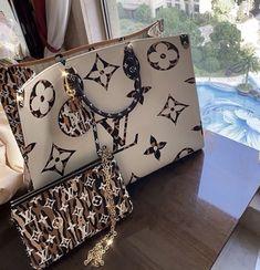 Gucci Handbags, Handbags On Sale, Louis Vuitton Handbags, Fashion Handbags, Purses And Handbags, Fashion Bags, Fashion Outfits, Fake Designer Bags, Sacs Design