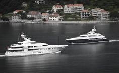 Luksusowe jachty pływające na zatoce. Kotor. Fot. Rafał Kuranowski