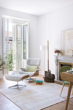 """TMM diseñada por Miguel Milá en """"Transformación en MADRID"""" En este apartamento de un poco más de 210 metros cuadrados, el espacio fue completamente redistribuido por el equipo de Ábaton. El resultado: modernidad y luz natural en abundancia. Por @AD España"""