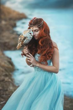 Dream in blue. woman and owl . Redhead photo with burn owl . Pearl crown and blue dress from Prague - foto: Marketa Novak dress: Victory salon model: Slavěna Albastová Fantasy Inspiration, Character Inspiration, Fotografie Portraits, Fantasy Photography, Beauty And The Beast, Redheads, Fairy Tales, Harry Potter, Photoshoot