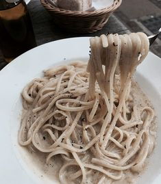 Find images and videos about food, delicious and tasty on We Heart It - the app to get lost in what you love. Grubs, We Heart It, Yummy Food, Healthy Food, Spaghetti, Food And Drink, Dining, Ethnic Recipes, Breakfast Ideas