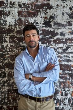 Kyle Chandler. Very definitely getting better with age (and that's saying a lot considering he was gorgeous 25 years ago)