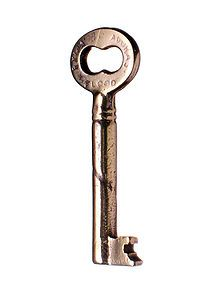 &: Skeleton Key I know this movie is so cheesy, but I have been watching it all week while packing to move. Im not a fan of Kate Hudson, but I am a fan of the South. All those historical mansions,. Antique Keys, Vintage Keys, Packing To Move, Colonial America, Key Lock, Skeleton, Egyptian, Antiques, Door Locks
