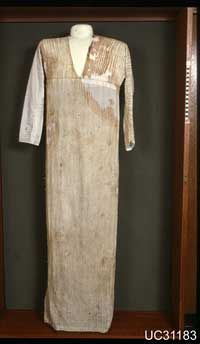 """Ancient Egyptian women wore different kinds of dresses. This one is a """"tunic"""", which was worn by both men & women. Materials used for clothing in Ancient Egypt were linen & Flax. Ancient Egyptian Women, Ancient Egyptian Clothing, Ancient Egyptian Costume, Egyptian Fashion, Egyptian Art, Ancient Egypt Fashion, Historical Costume, Historical Clothing, Period Outfit"""