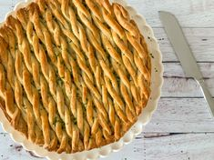 Chicken and leeks are probably one of my favourite savoury flavour combinations, and I absolutely love it in pie form. With deliciously crisp, buttery pastry encasing the creamy filling, this is definitely the ultimate winter comfort food dish for me. Chicken And Leek Pie, Quick Bread, Food For Thought, Food Dishes, Baking Recipes, Homemade, Dinner, Desserts, Pastries