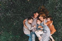The 55 Most Fascinating Family Photos of 2019 - Seriously! Funny Family Portraits, Studio Family Portraits, Outdoor Family Portraits, Family Portrait Poses, Family Portrait Photography, Family Posing, Lifestyle Photography, Fall Portraits, Lifestyle Family Photography