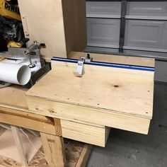 Complete measuring system for your miter saw, radial arm saw or drill press is faster and more accurate than putting a pencil mark on every . Woodworking Bench Plans, Rockler Woodworking, Woodworking Tools, Miter Saw Table, Table Saw Sled, Cool Tie Knots, Cool Ties, Garage Tools, Garage Storage