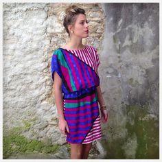Vintage Belle robe aux sublimes couleurs Matière fluide et douce