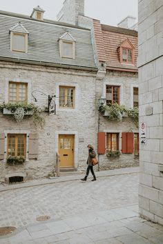 Montreal in October: A Travel Guide — Chez Núñez Beautiful World, Beautiful Places, Places To Travel, Places To Go, Montreal Ville, Old Montreal, Montreal Quebec, Quebec City, To Infinity And Beyond