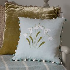 Susie Watson Designs offers a timeless collection of handmade fabrics, wallpaper, furniture, pottery, soft furnishings & gifts in her signature colour palette. Applique Designs, Quilting Designs, Embroidery Designs, Applique Ideas, Applique Cushions, Embroidered Cushions, Free Motion Embroidery, Hand Embroidery, Embroidery Stitches