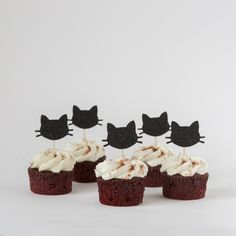 At Inspired by Alma all our products are made of high quality glitter card (white on the back). These cat cupcake toppers will be perfect for any cake lover, even when it is not their birthday! This listing is for 12 cupcake toppers. Size: Each cat is Cupcakes Chat, Fun Cupcakes, Birthday Cupcakes, Cupcakes Decorating, Decorating Ideas, Gold First Birthday, Cat Birthday, Kitty Party, Birthday Decorations
