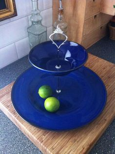 Beautiful, deep blue etagère/(cup)cakestand. For more information go to: www.facebook.com/okidokado