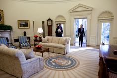 obama-enters-the-oval-office.jpg (1152×768)