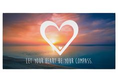50 x 100 Handtuch Herz aus Kunstfaser  Natur - Das Original von Mr. & Mrs. Panda.  Dieses wunderschöne Handtuch von Mr. & Mrs. Panda hat die Größe 50 x 100 cm und ist perfekt für dein Badezimmer oder als Badehandtuch einsetzbar.    Über unser Motiv Herz  Wir haben etwas auf dem Herzen, können jemanden ins Herz schließen, mit ihm ein Herz und eine Seele sein oder jemanden das Herz brechen. Das Symbol Herz, steht nicht nur für die Liebe, sondern auch für Leben. Das Herz ist ganz klar, das…