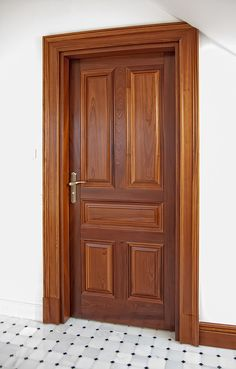 Classic wooden doors – Drzwi drewniane wewnętrzne i ze… – Door Types Wooden Front Door Design, Double Door Design, Wooden Front Doors, Wood Doors, Home Door Design, Door Design Interior, House Main Door Design, Modern Wooden Doors, Rustic Doors