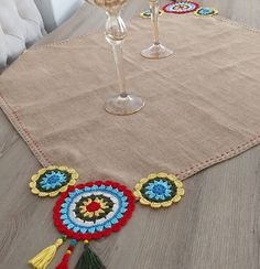 No photo description available. Crochet Decoration, Crochet Home Decor, Knitting Patterns, Crochet Patterns, Jute Crafts, Crochet Cushions, Granny Square Crochet Pattern, Crochet Accessories, Hobbies And Crafts