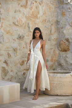 The Margot Dress is back. This time it's here in a summer friendly Off White. Featuring a deep v neck and linen gauze, this dress is every bit sweet as it is fun. Summer Outfits, Cute Outfits, Summer Dresses, Natasha Oakley, Foto Casual, Donia, Silky Dress, White Dress Summer, White Fashion