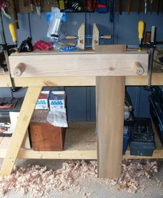 Twin screw bench vise