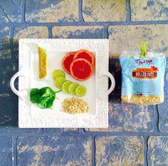 Grapefruit, lime and oatmeal, oh my! Add Bob's Red Mill Rolled Oats to your next smoothie for a creamy touch and whole-grain goodness. #GrahamCrackerCo #Smoothie