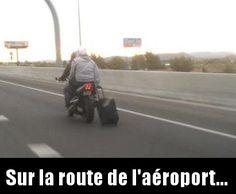Une valise et une moto