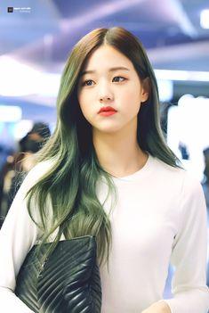 "upper east side on Twitter: ""190611 수고 많았어 원영아💚 원영이가 있어서 매일 웃어 너무 고맙구 사랑해♥ #장원영 #원영 #ウォニョン #아이즈원 #IZONE… "" Cute Korean, Korean Girl, Asian Girl, Haircuts For Long Hair, Messy Hairstyles, Ulzzang, Pre Debut, Uzzlang Girl, Woo Young"