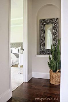 Create A DIY Bone Inlay Painted Mirror A DIY bone inlay mirror that was stenciled with the Indian Inlay Stencil Kit. Alcove Decor, Niche Decor, Art Niche, Wall Decor, Home Interior, Interior Decorating, Wall Nook, Decoration Table, Diy Bedroom Decor