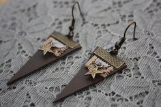 Cheyenne, paire de boucles d'oreilles en cuir taupe : Boucles d'oreille par cabosse-et-melisse