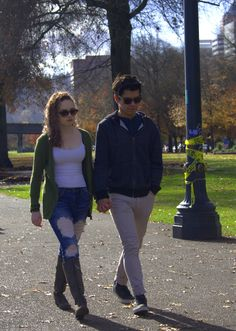 https://flic.kr/p/Nvjezs | Holding Hands | A young couple Walking in the park  and holding hands . .