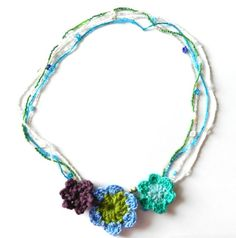 Grow Creative: Crochet Flower and Bead Necklace...free pattern!