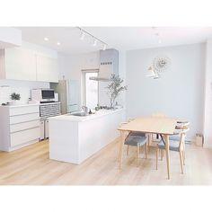 Japanese Interior Design, Scandinavian Interior Design, Home Interior Design, Apartment Kitchen, Apartment Interior, Apartment Design, Kitchen Layout, Kitchen Design, Japan House Design