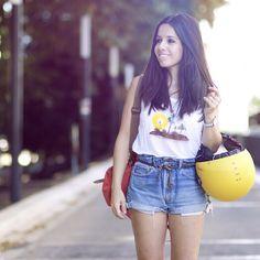 @lepetitmondedejulie a trouvé la combinaison parfaite pour affronter la canicule !  Notre débardeur fluide Yellow sun est en solde ici : http://www.drolatic.com/store/20-soldes-d-ete #drolatic #ss15 #sun #canicule #summer #maroon #blanc #debardeur #marseille #mode #fashion #instasummer