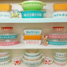 Pyrex Display with my recently thrifted Napco bunny and Norcrest bluebirds. Pyrex Display, Pink Pyrex, Vintage Kitchen Accessories, Kitchen Colors, Kitchen Stuff, So Little Time, Vintage Decor, Vintage Pyrex, Pink Daisy