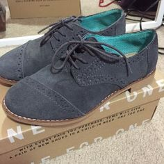 TOMS Women's Suede Brogue Oxford 6.5. Worn twice TOMS Shoes Sneakers