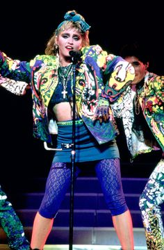 Madonna Ciccone 1985 Fingerless gloves, hair&scrunchie, make up, looooots of colors Madonna 80s Outfit, Madonna 80s Fashion, Madonna Hair, 1980s Madonna, 80s Party Costumes, 80s Party Outfits, 80s Costume, Look 80s, Madona
