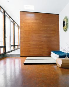 """For one of two sleeping areas flanking the main living space, Wooten placed tatami from Miya Shoji on the cork floor. """"With the radiant heating system, it's fantastic to be in this glass box looking out at a blizzard, walking barefoot on the warm floor,"""" Modular Homes, Prefab Homes, Modern Flooring, White Flooring, Timber Flooring, Cork Flooring, Flooring Ideas, Vinyl Flooring, Bathroom Flooring"""