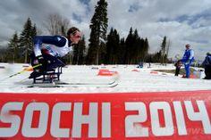 ソチ冬季パラリンピック、クロスカントリースキー女子12キロメートル(座位)。競技に臨むタチアナ・マクファーデン(Tatyana McFadden、2014年3月9日撮影)。(c)AFP/KIRILL KUDRYAVTSEV ▼10Mar2014AFP 米国とロシアの家族のために滑走したマクファーデン、ソチパラリンピック http://www.afpbb.com/articles/-/3010053 #Sochi2014 #Paralympic